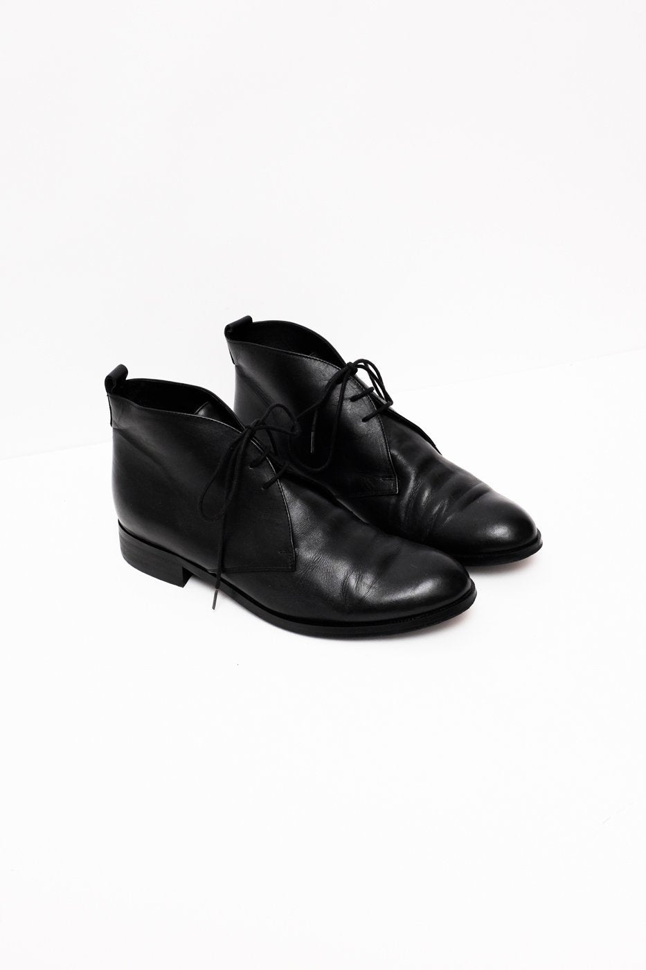 0287_BLACK 39 SIMPLE LEATHER LACE UPS