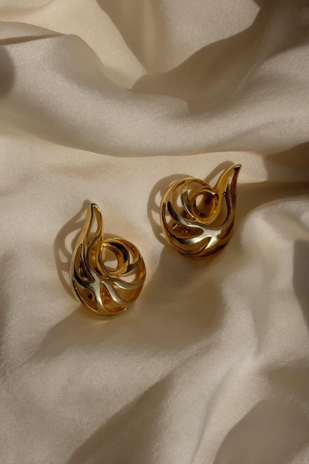 0001_VINTAGE GOLD SHELL EARRINGS