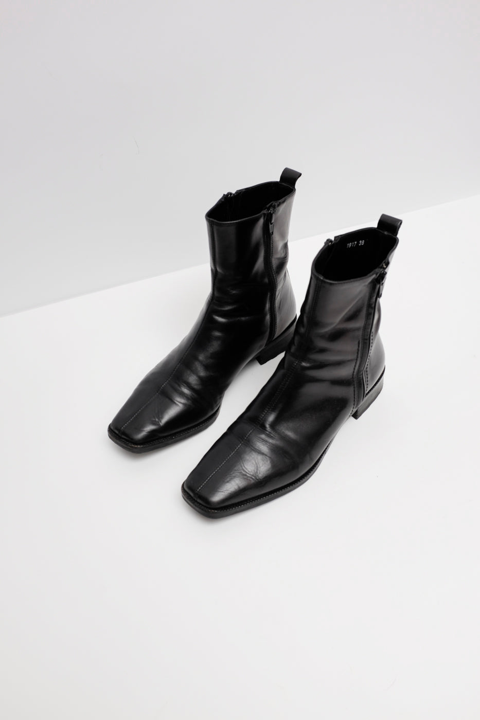 0007_PURISTIC 38 LEATHER BOOTS