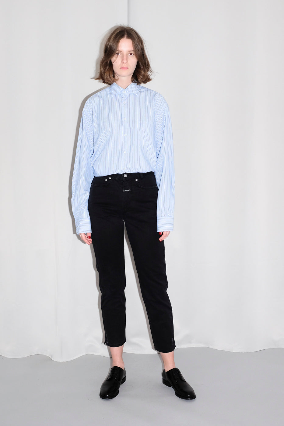0130_CLOSED CROP BLACK JEANS