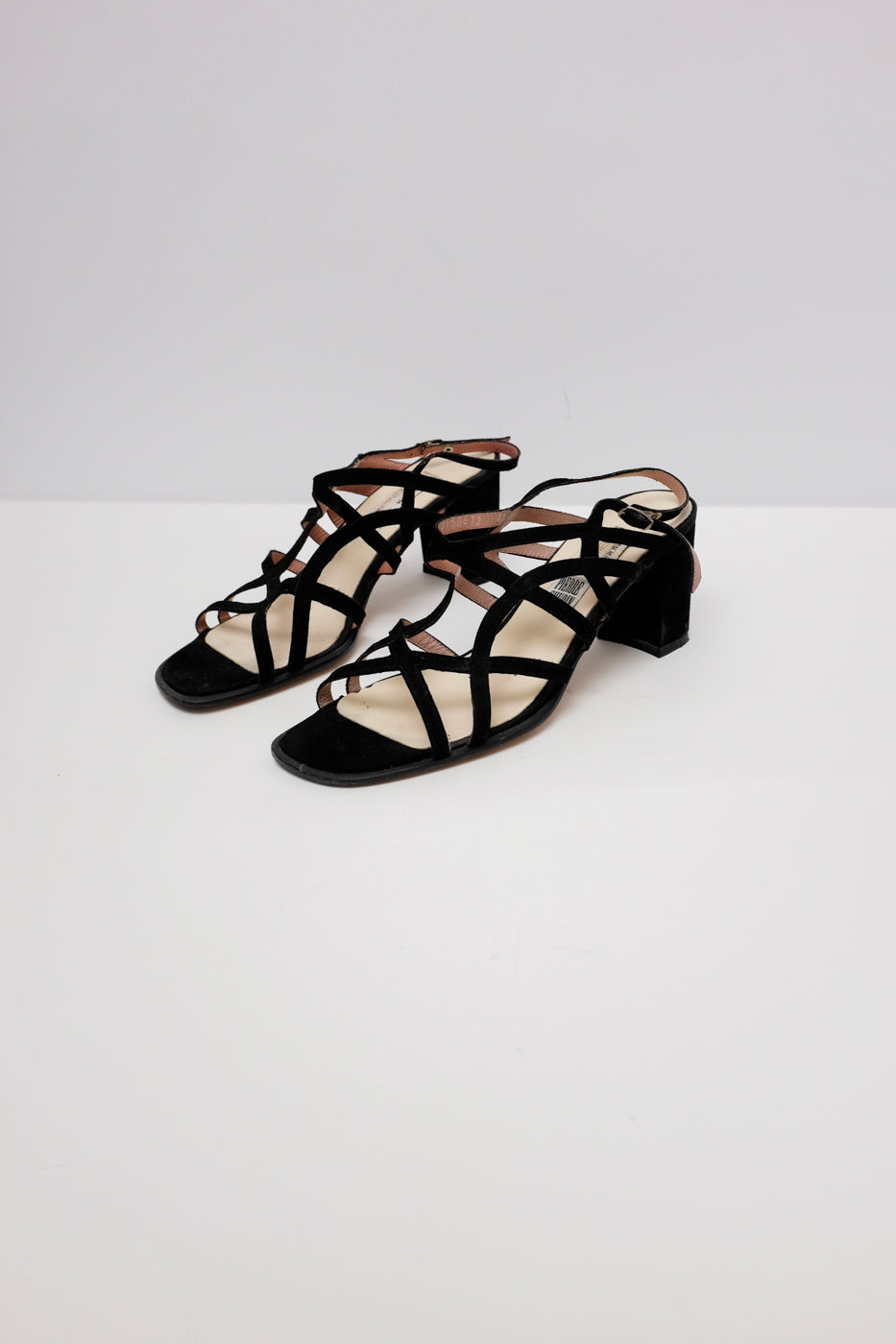 0005_STRAPPY LEATHER SANDALS 40