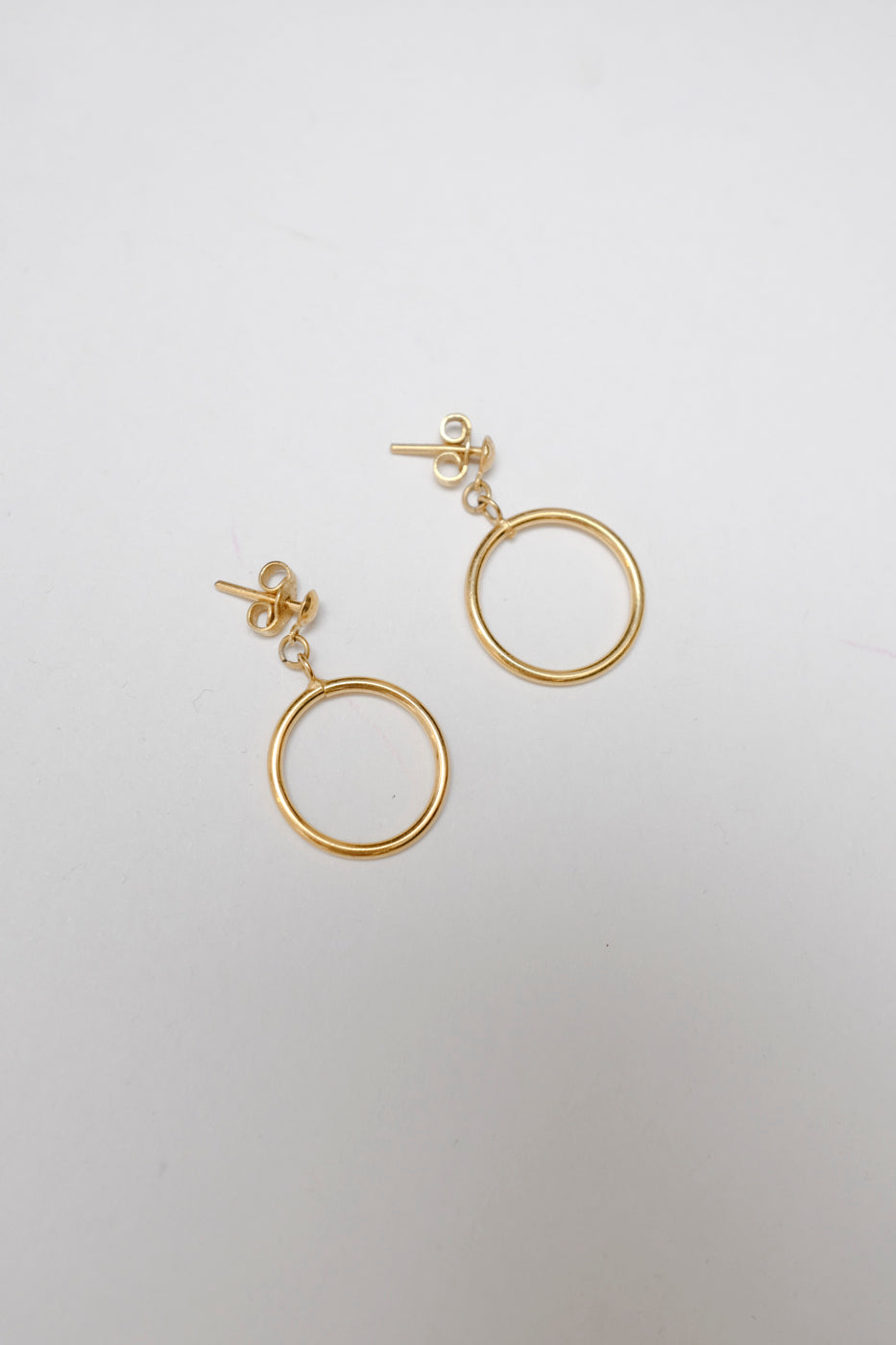 0005_VINTAGE GOLD SMALL FINE HOOPS