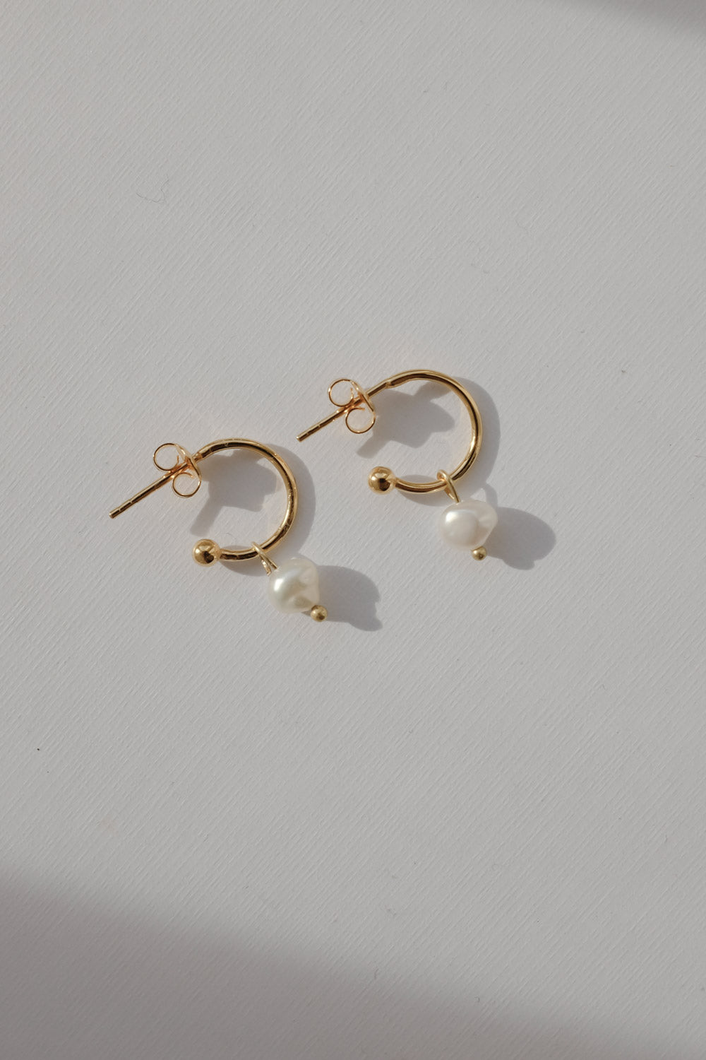 0017_VINTAGE SMALL GOLD HOOPS WITH PEARL