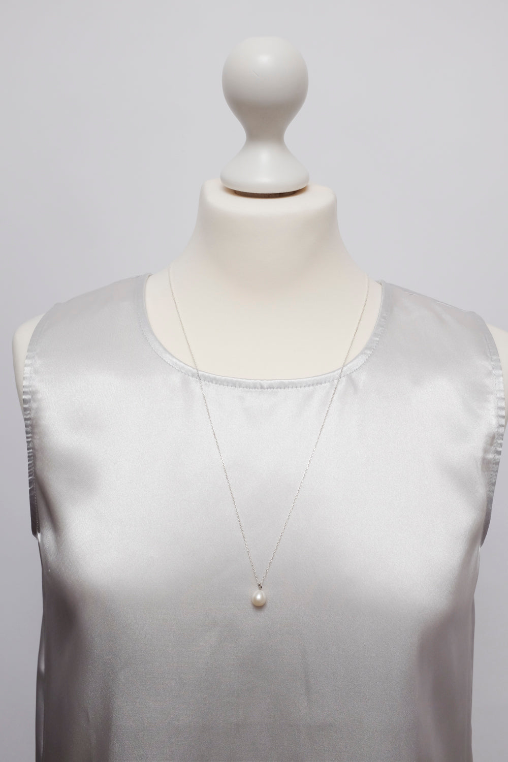 0015_CREAM MOTHER OF PEARL 925 LONG NECKLACE