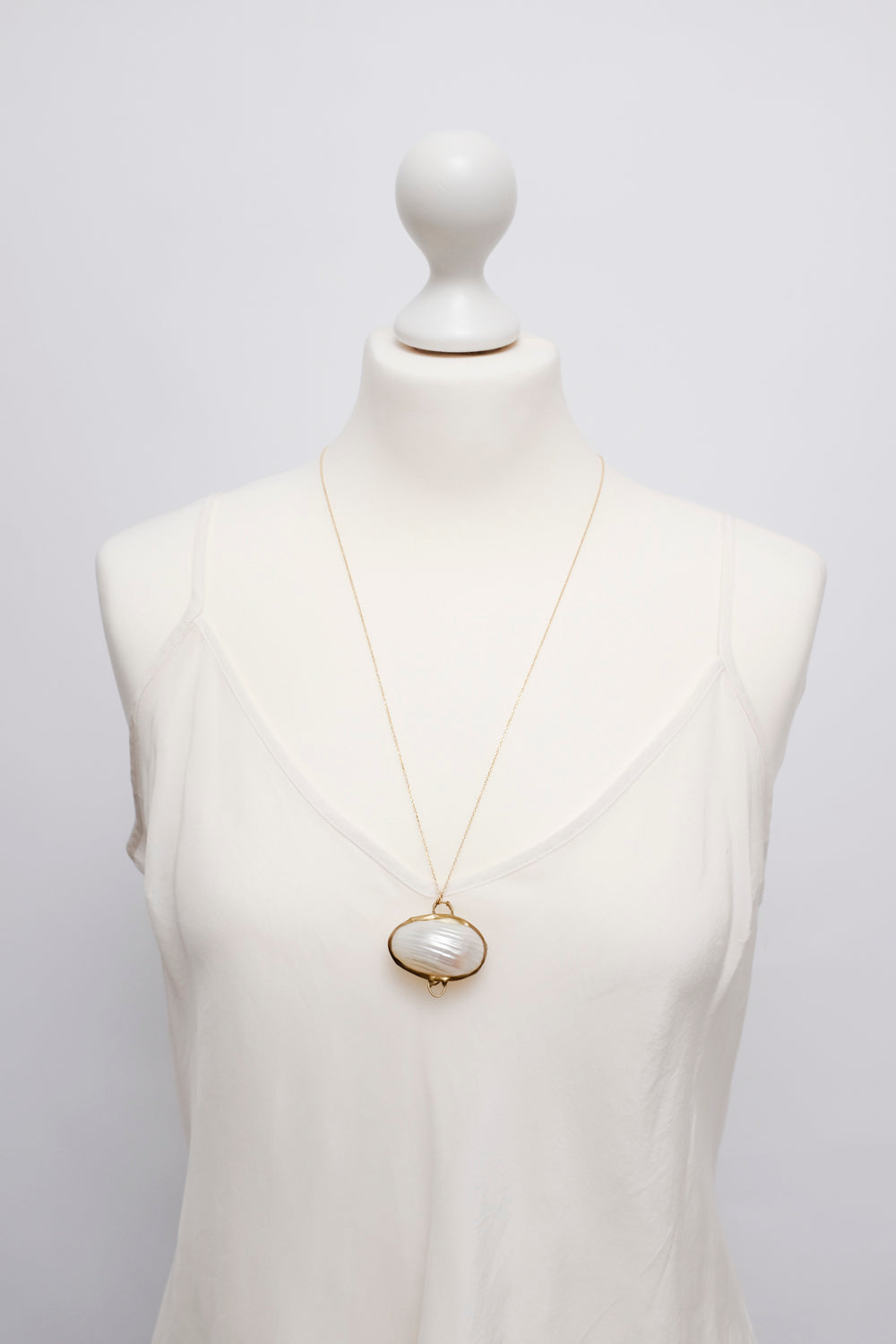 0015_MOTHER OF PEARL VINTAGE NECKLACE