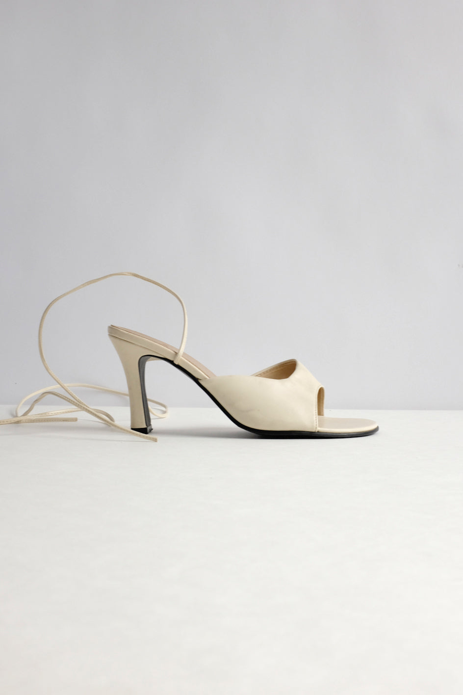 0015_VINTAGE CREAM STRAPPY LACE UP HEELED MULES 38
