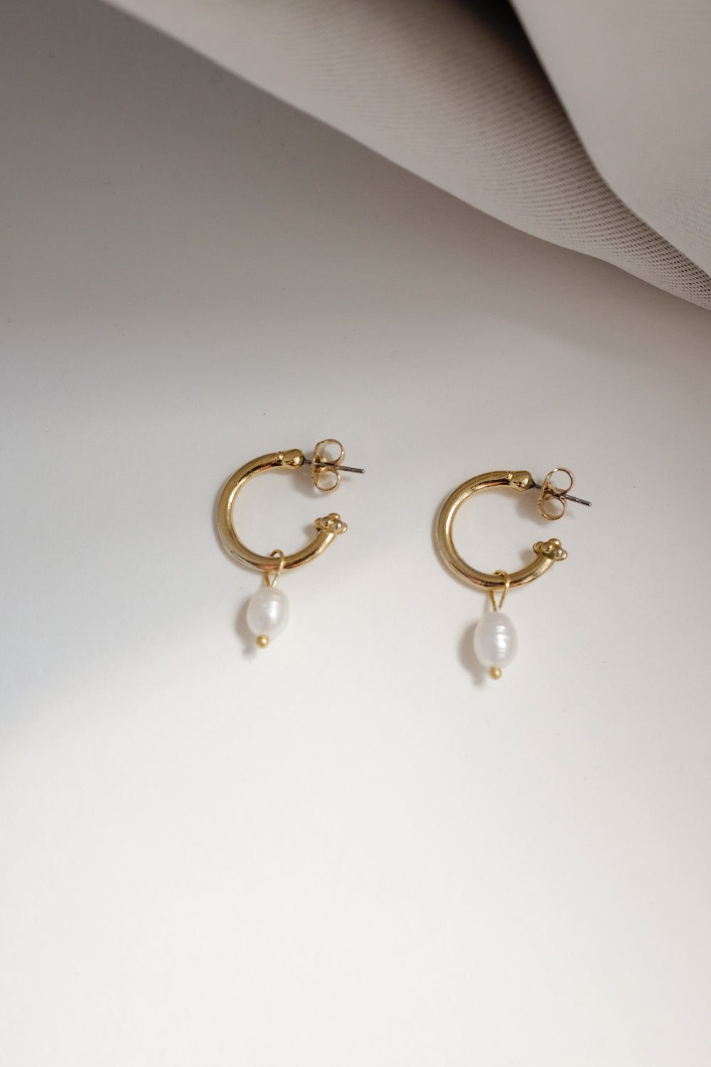 0015_VINTAGE HOOPS WITH PEARL