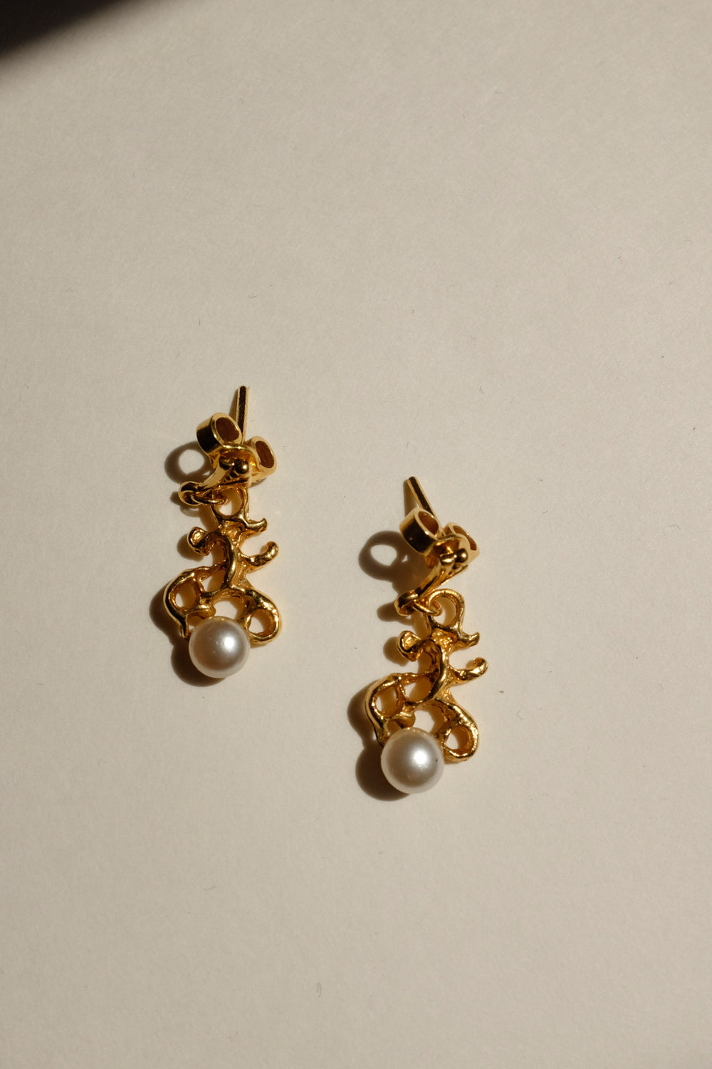 0015_VINTAGE GOLD CORAL PLANT WITH PEARL