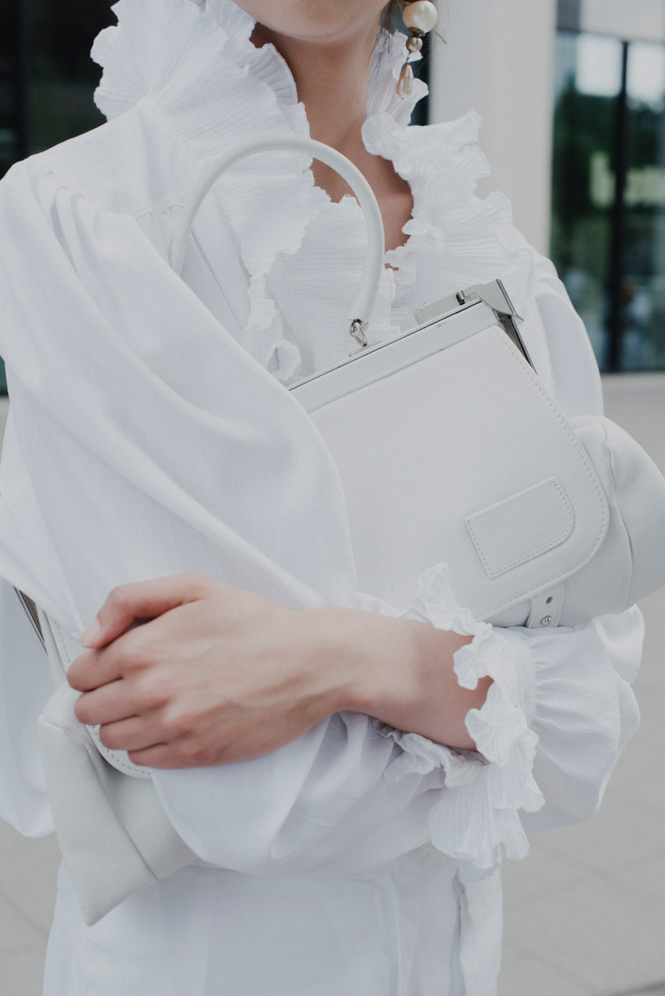 0003_WHITE LEATHER FOLD BAG