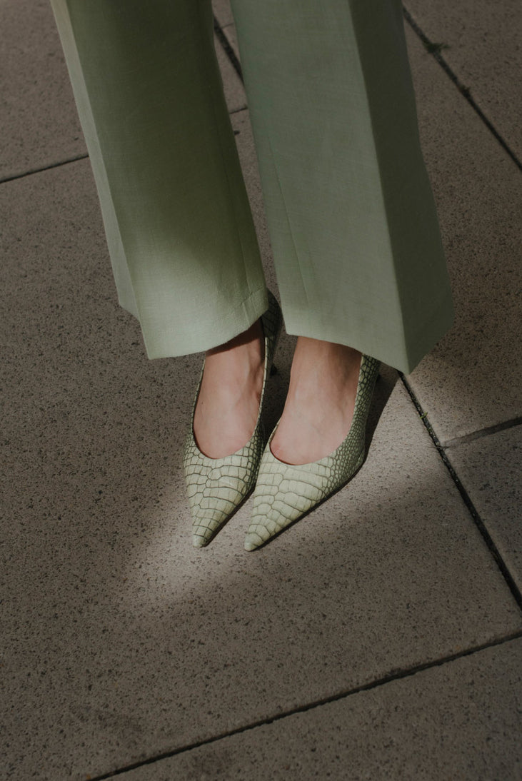 0003_SNAKE 40 POINTY MINT LEATHER PUMPS