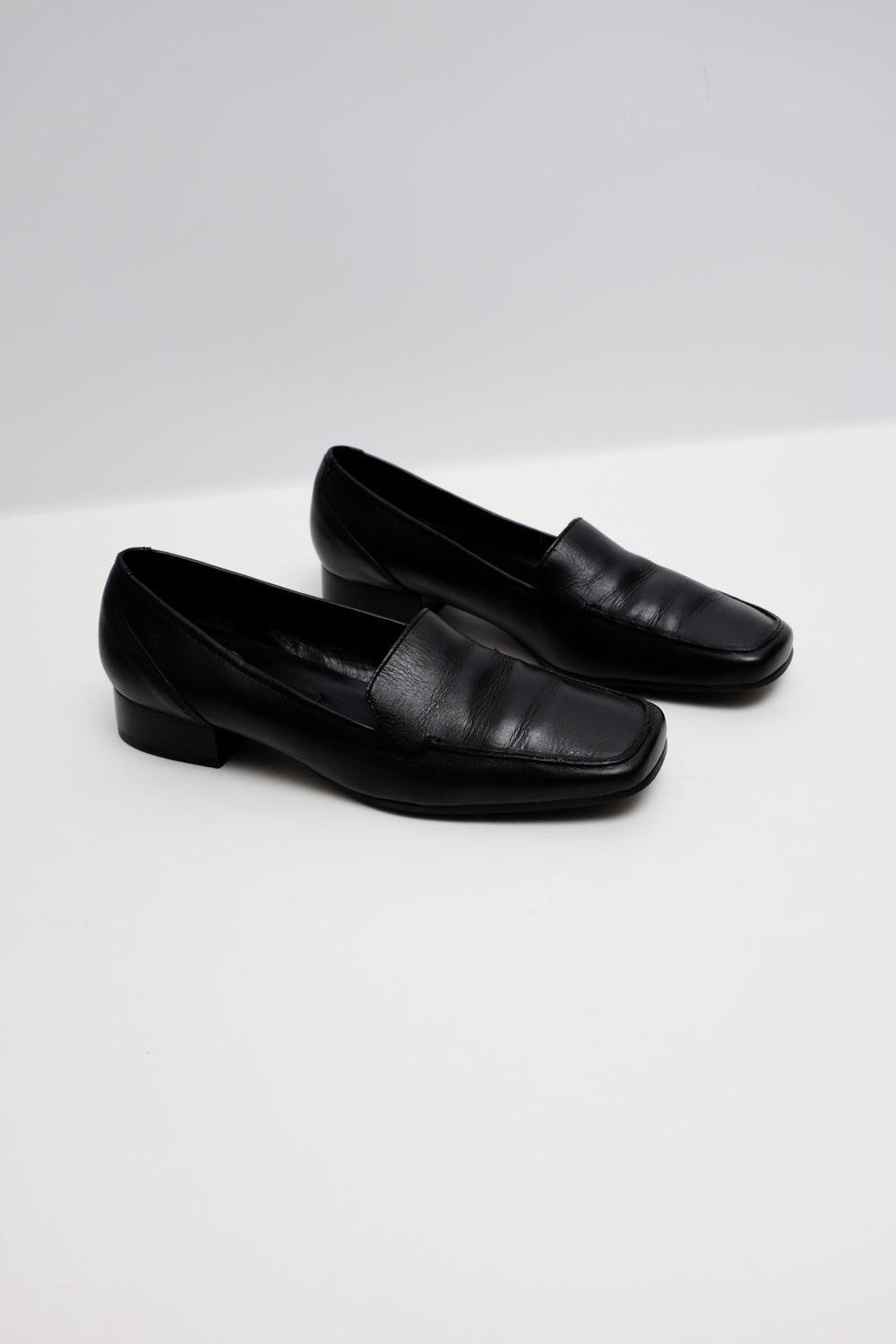 0022_AIGNER BLACK LEATHER LOAFER