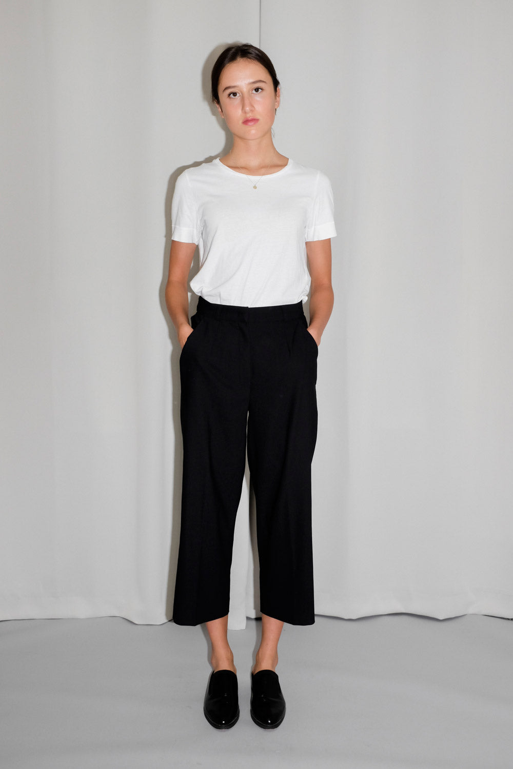 0022_CROPPED BLACK STRAIGHT PANTS