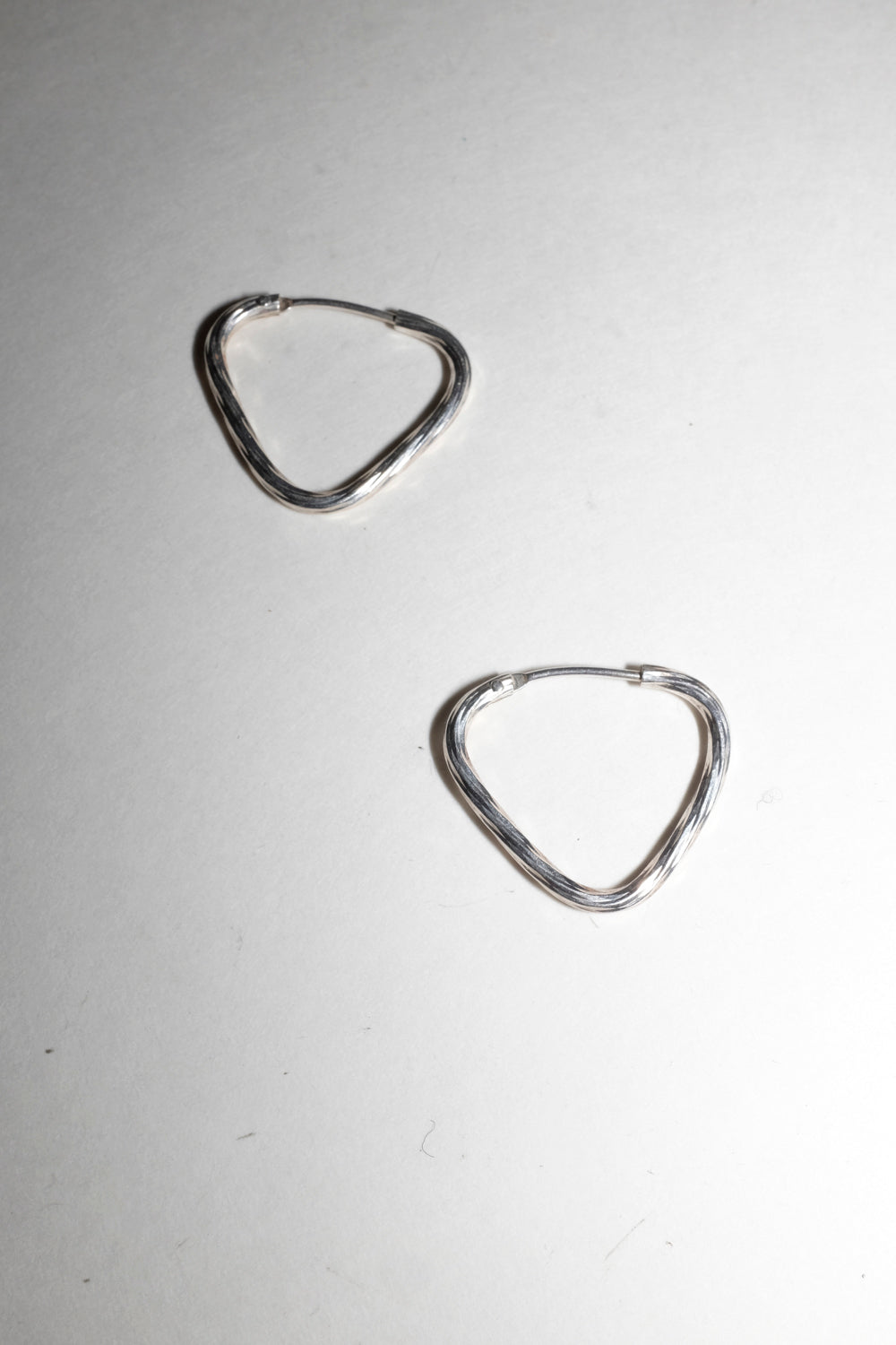 0020_VINTAGE SMALL HOOPS STERLING SILVER