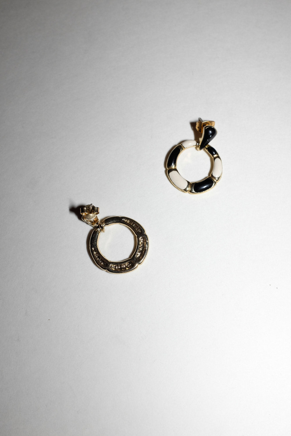 0021_VINTAGE GOLD WHITE BLACK EARRINGS