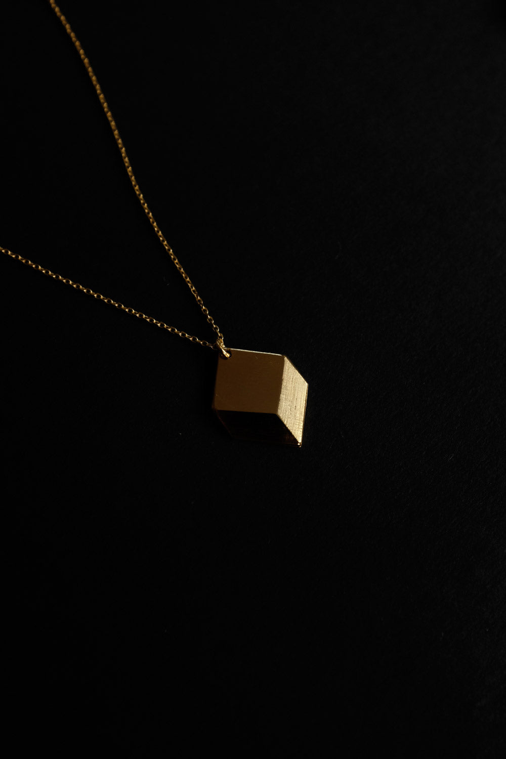 0021_CUBE GOLD NECKLACE