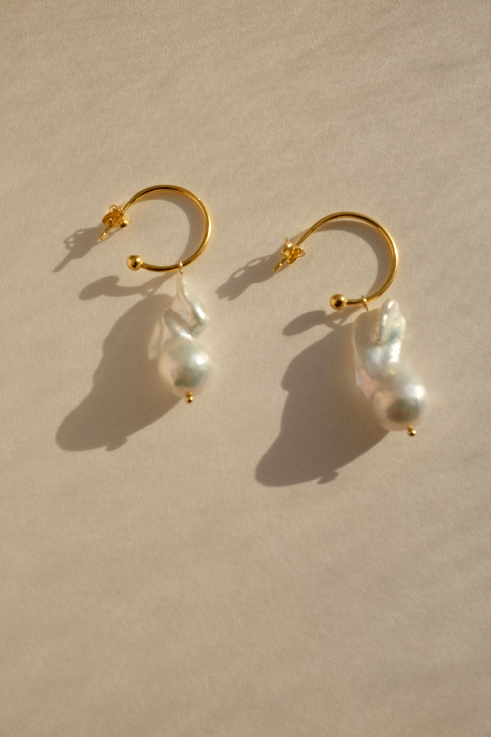 0026_GOLD HOOPS WITH VINTAGE PEARL