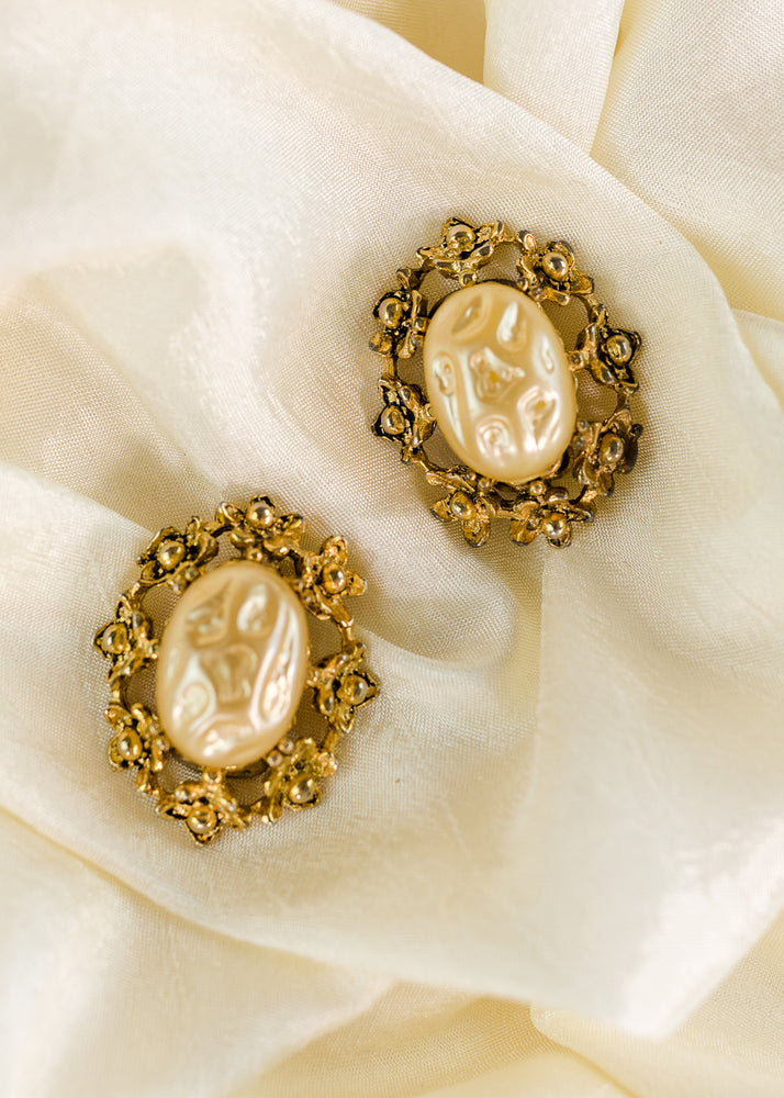Load image into Gallery viewer, Antique Style Gold and Pearl Clip Ons