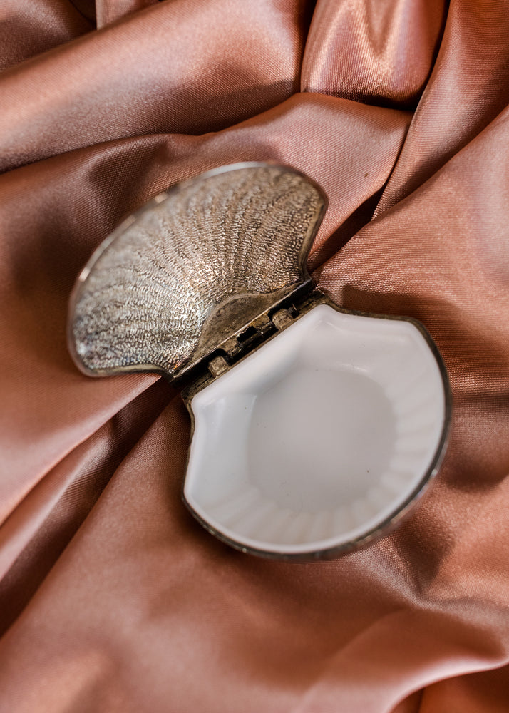 Clam Shell Ring Box