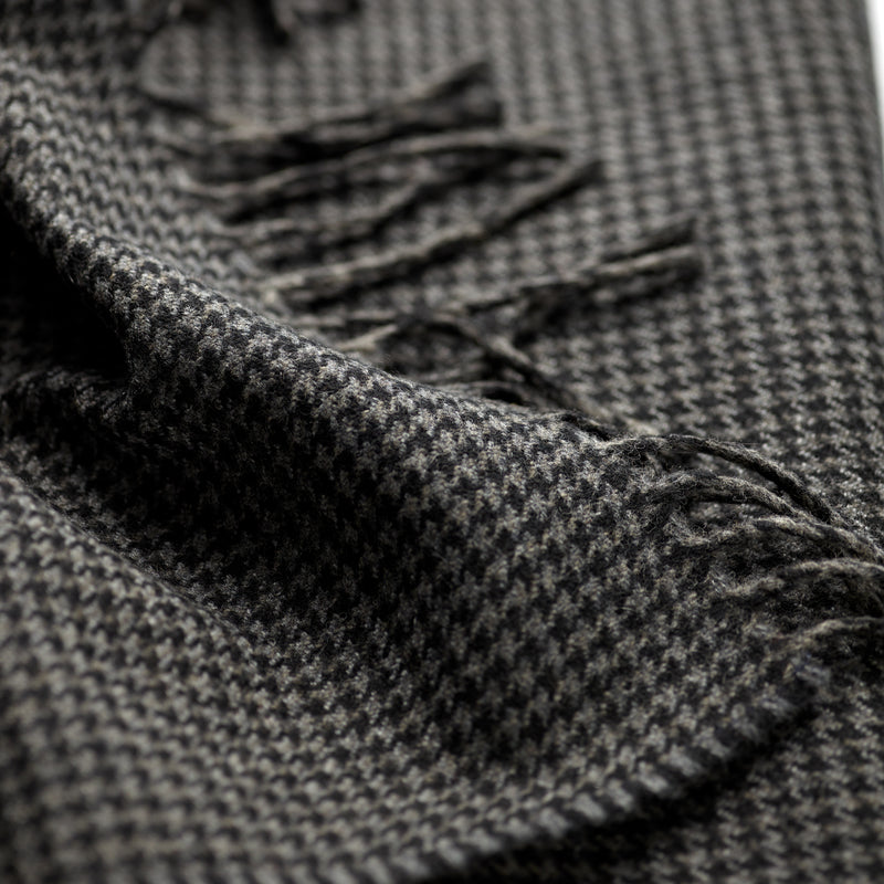 FoxBrothers-Luxury-51%-Cashmere-49%-Merino-Wool-Scarf-Charcoal-Houndstooth-with-fringe.