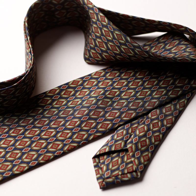 3-fold-silk-handmade-F.Marino-Napoli-tie-exclusive-dark-navy-and-gold-Foulard-The-Merchant-Fox-Luxury-Mensaccessories-close-up