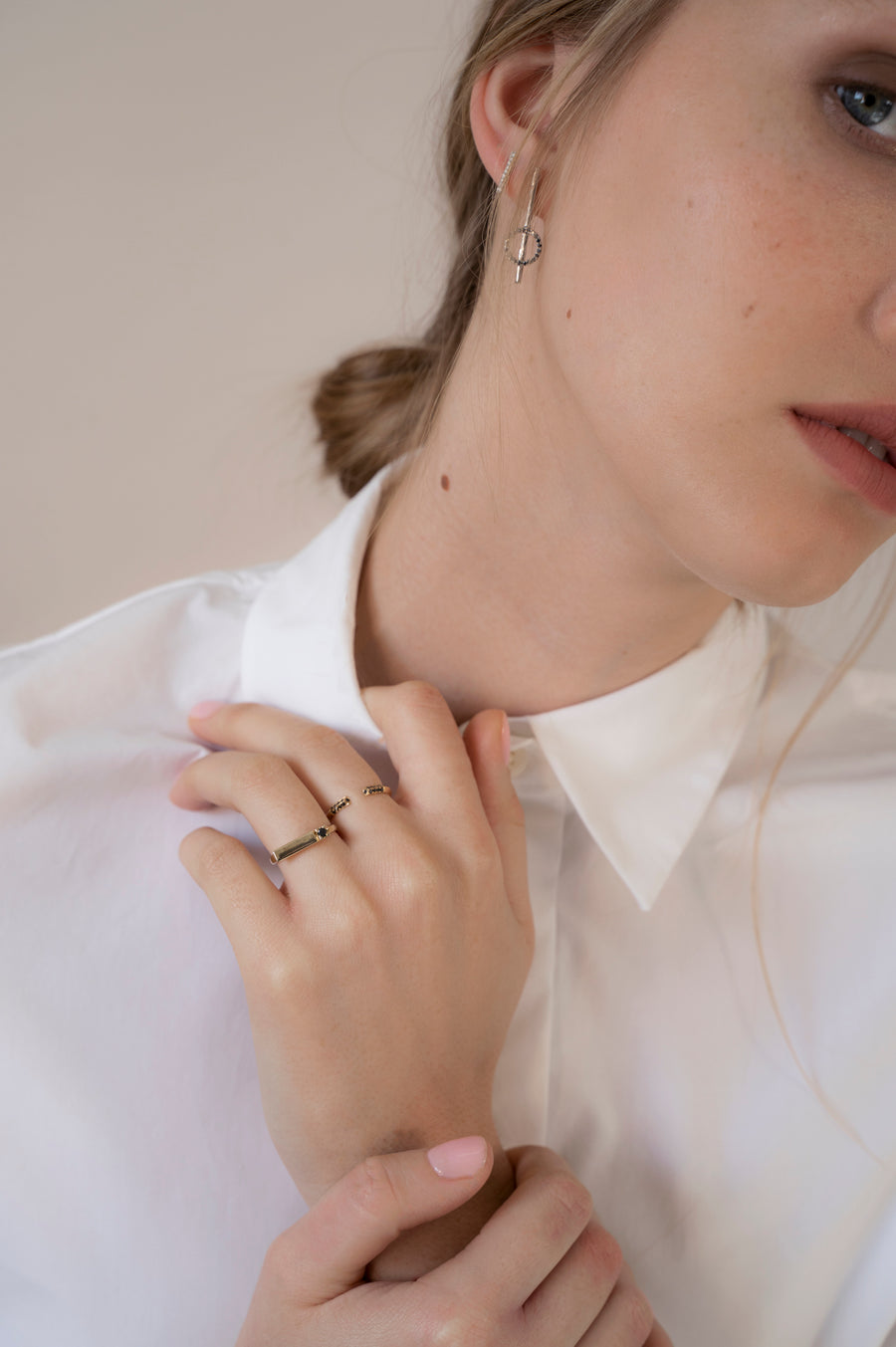 Chic -Side white ring