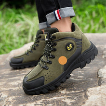 Load image into Gallery viewer, Winter men's style with velvet outdoor Anti-Slip hiking shoes