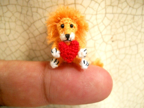 0.8 inch Lion Holding Heart