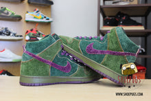 Load image into Gallery viewer, Nike SB Dunk High Skunk 420