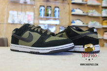 Load image into Gallery viewer, Nike SB Dunk Low Maple Leaf Central Park