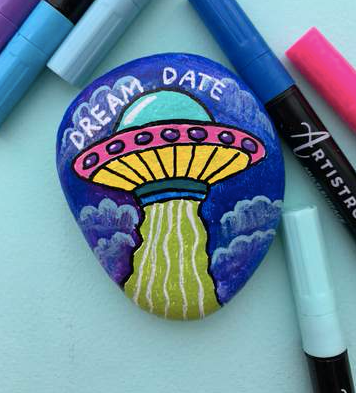 Extraterrestrial Friends dream date Rock Painting ideas