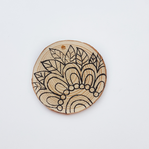 add elements on wood slice