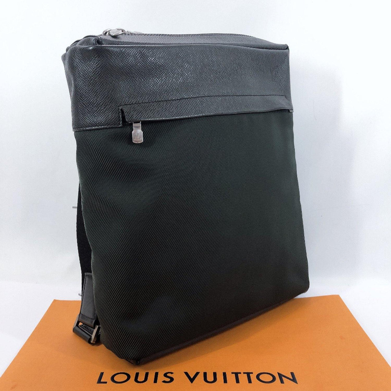 LOUIS VUITTON Shoulder Bag M30912 Beluga Taiga green mens Used