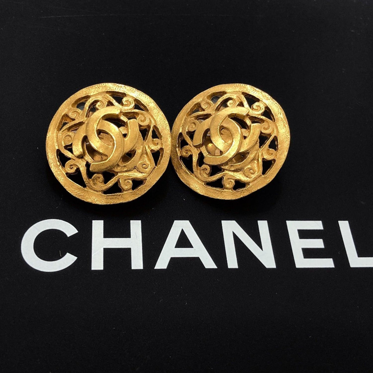 CHANEL Earring 96A COCO Mark metal gold Women Used