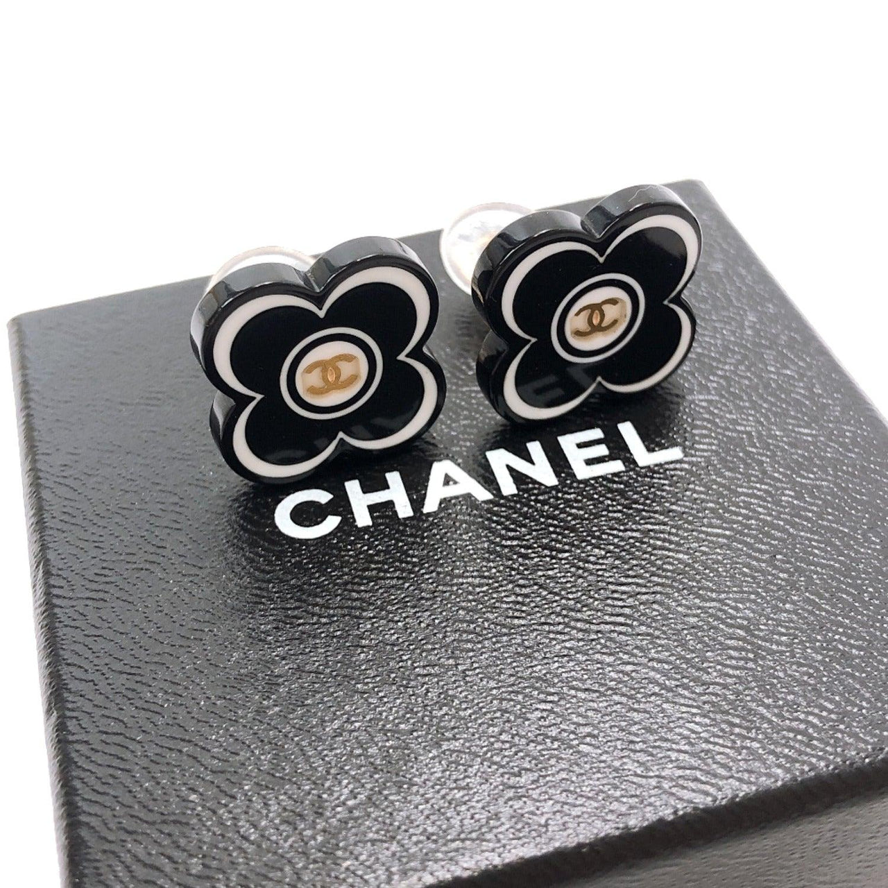 CHANEL Earring 02P COCO Mark Synthetic resin/metal black Women Used