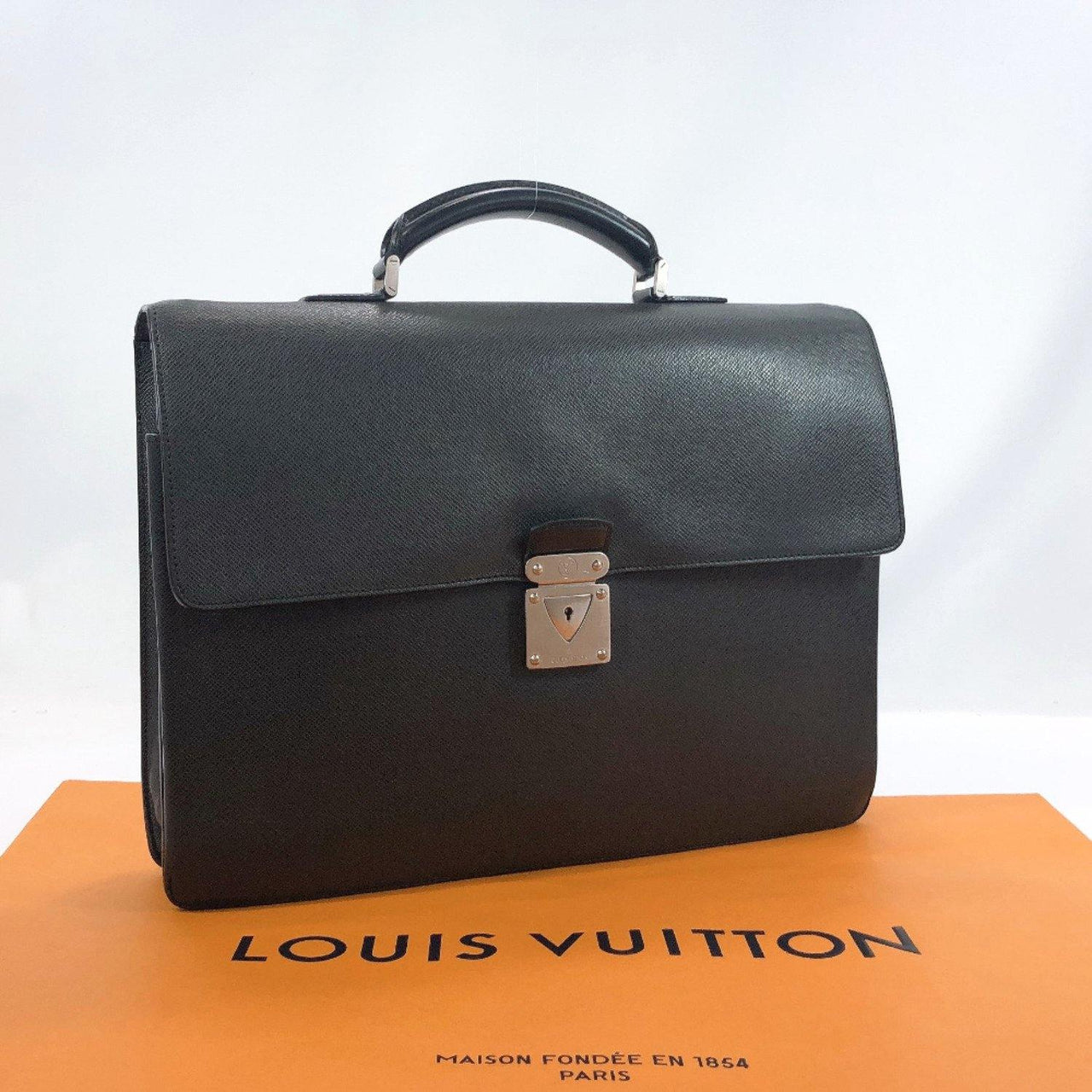 LOUIS VUITTON Business bag M31052 Robusto Taiga black mens Used - JP-BRANDS.com
