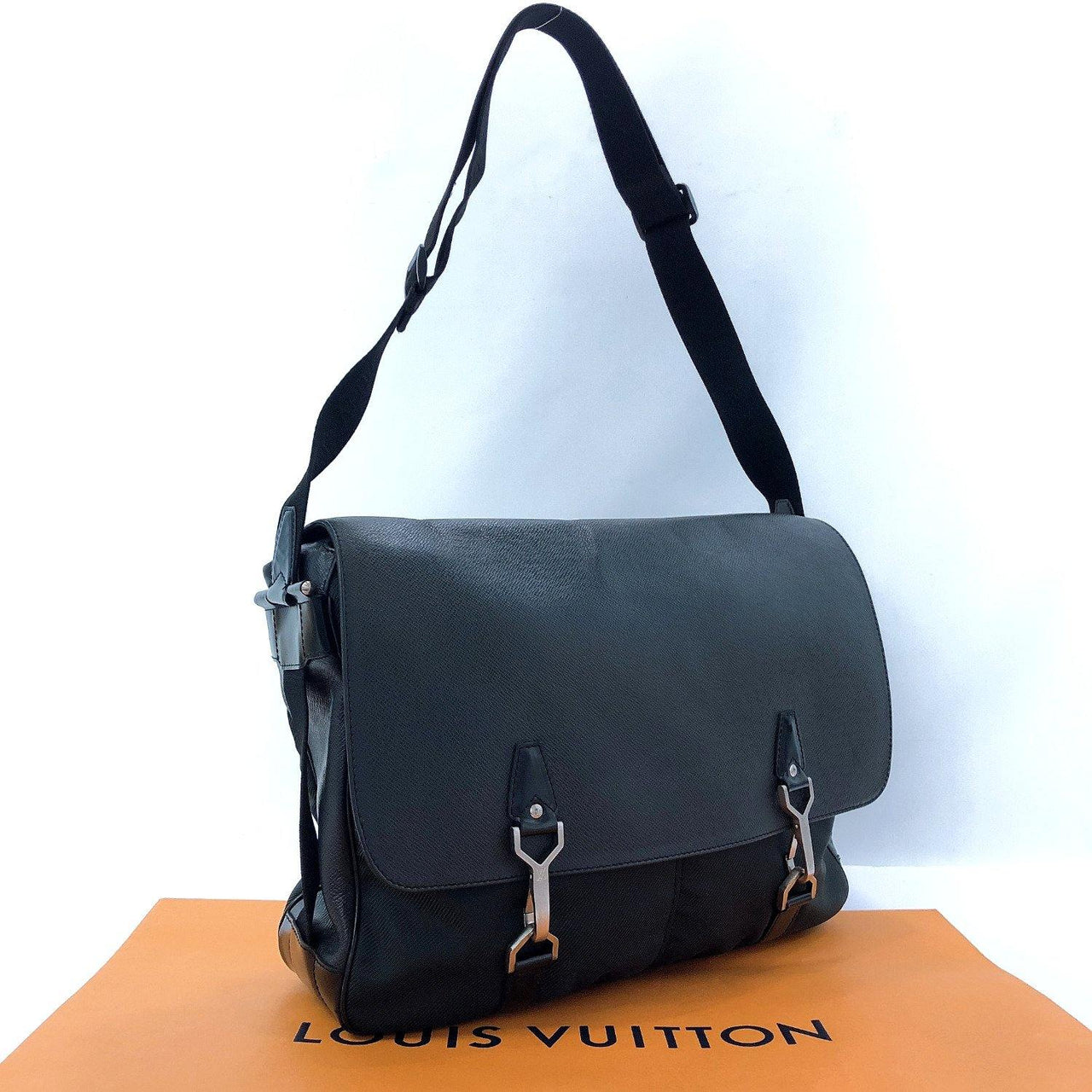 LOUIS VUITTON Shoulder Bag M30162 Del Soo Taiga black green mens Used - JP-BRANDS.com