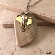 Load image into Gallery viewer, Elehant Worry Stone Necklace