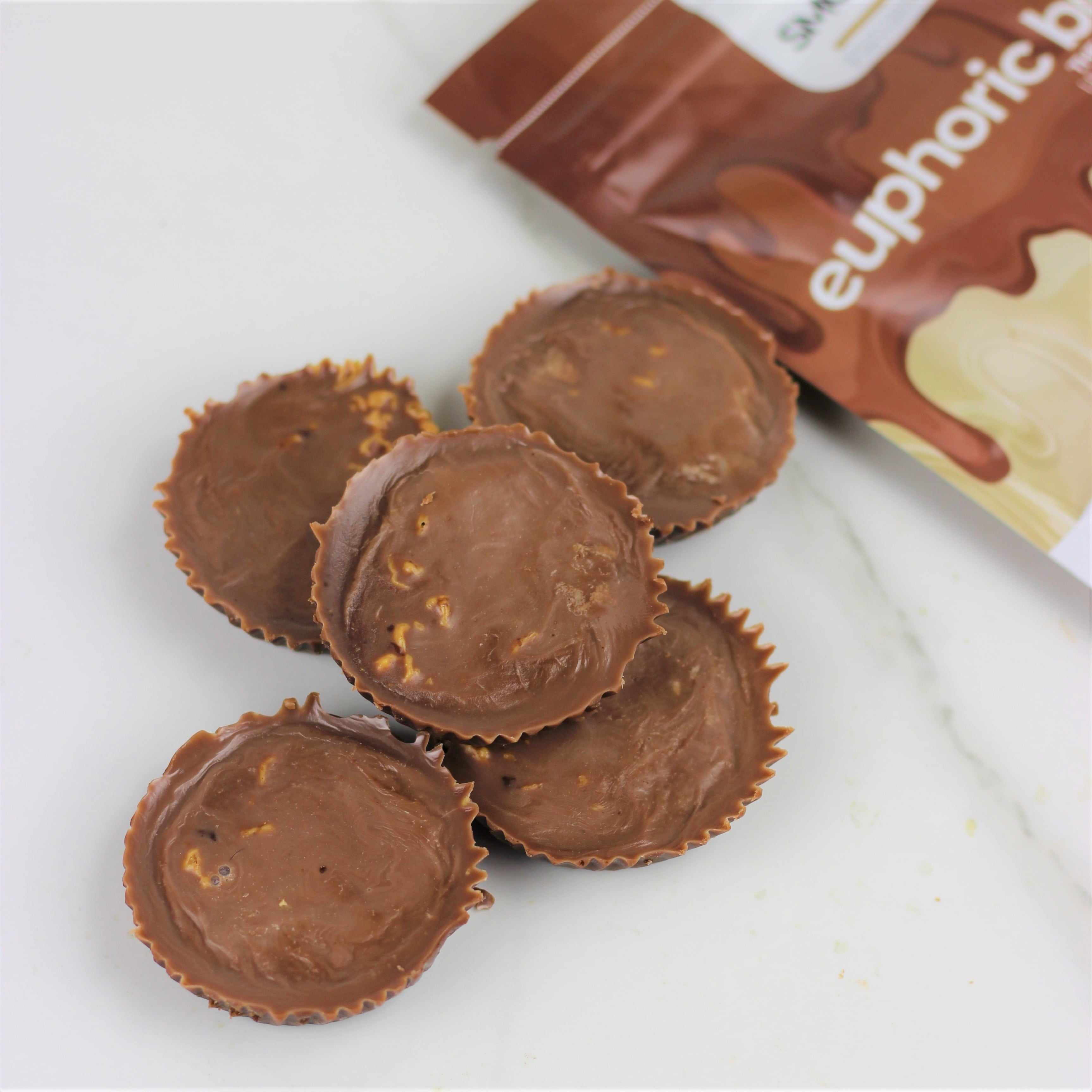 SMOOV euphoric blend has 6 powerful and delicious foods packed with antioxidants, healthy fats and adaptogens- Raw cacao, Carob, Mesquite, Maca, Lucuma and shredded Coconut. A healthy way to satisfy cravings and boost mood instantly!