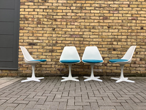 Set of 4 white Arkana 103 chairs