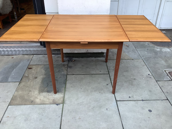 1960's Danish drawleaf dinning table