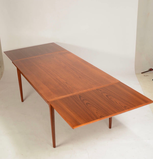 1960's Danish extendable  dinning table.