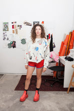 "Load image into Gallery viewer, Sweater Kochin ""arty"" Martina white_blue&red"