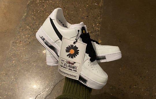 AIR FORCE 1 '07 PARANOISE WHITE/BLACK (DD3223-100) RAFFLE
