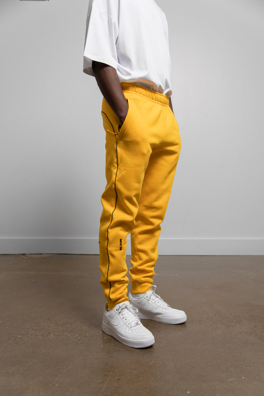 Fleece Pant University Gold DA3935-793 (LAUNCH PRODUCT)