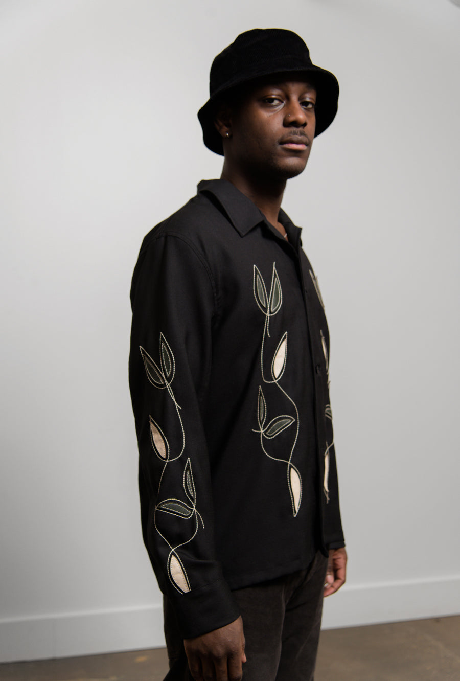 Leaf Embroidery Box Shirt Black