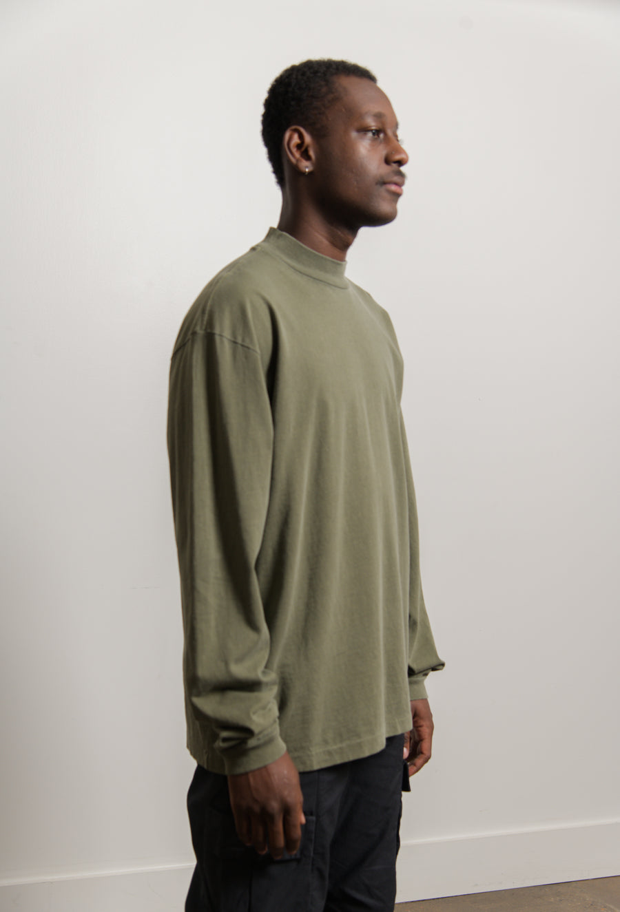 900 Long Sleeve Mock Neck Tee Moss