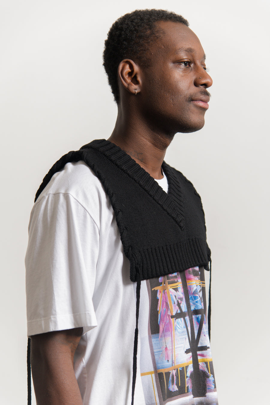 V-Neck Laced Bib Black