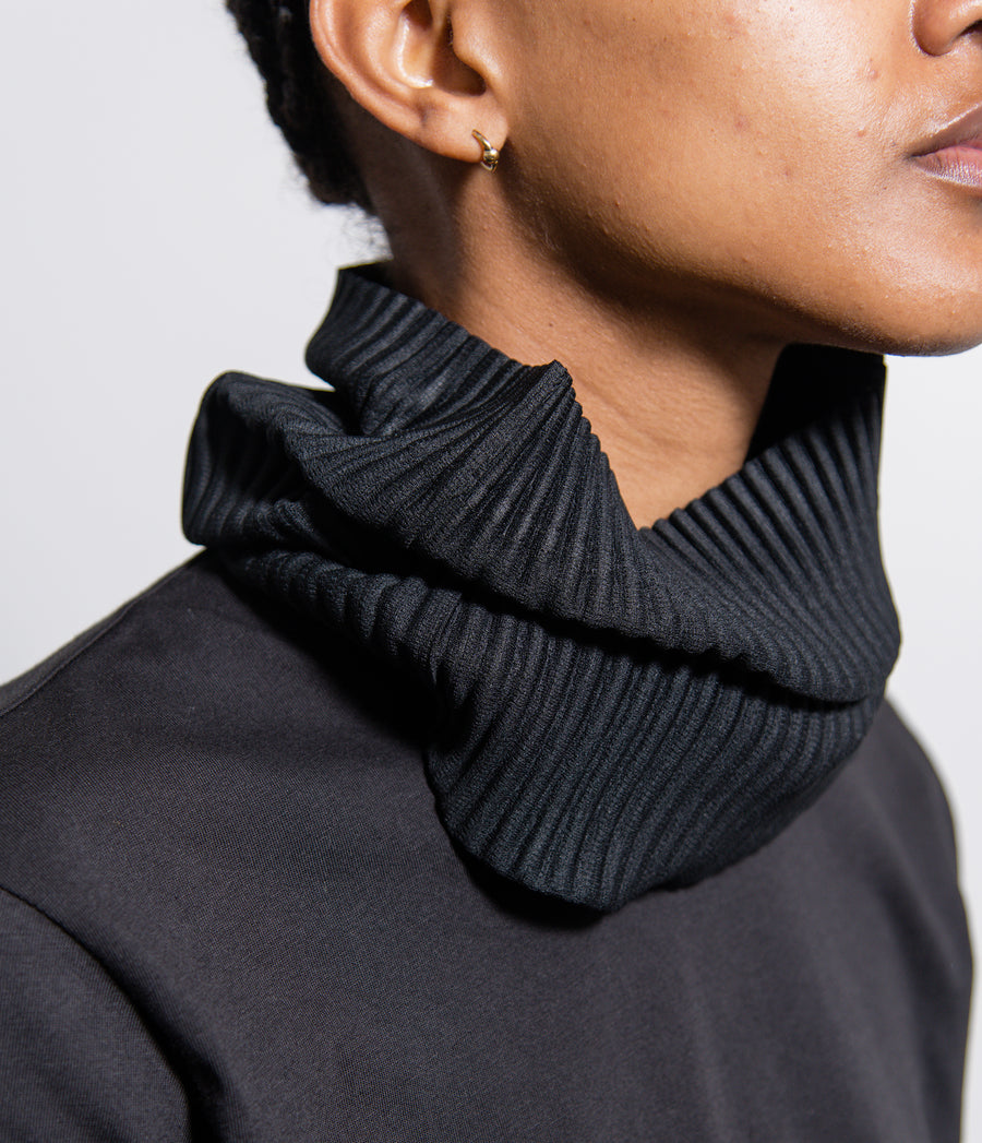 Pleated Tube Scarf Black