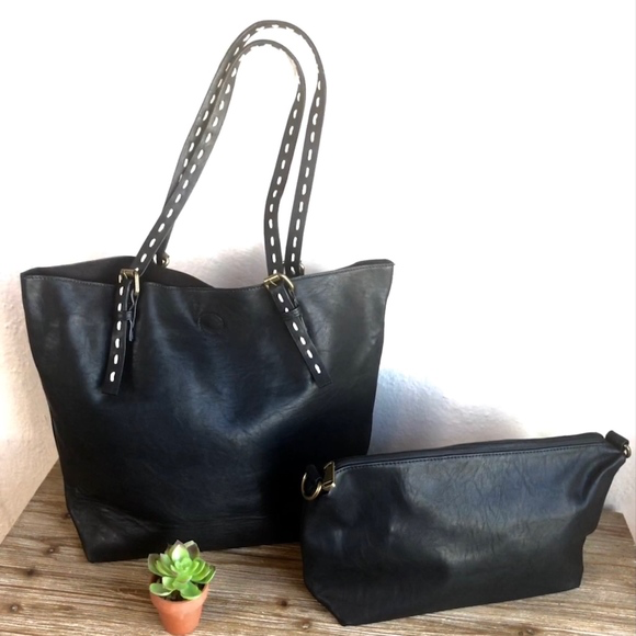 Traveler Black Tote Bag