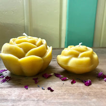 Load image into Gallery viewer, Beeswax Rose Candle